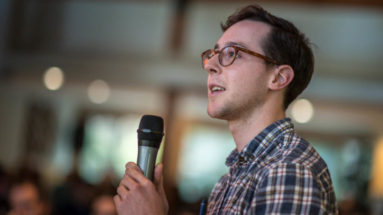 A graduate student presents a talk to the SBQMI community at the 2019 Loon Lake retreat.